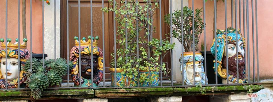 Balkong med  typisk siciliansk keramik